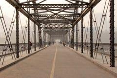 Η κίτρινη γέφυρα ποταμών Στοκ φωτογραφίες με δικαίωμα ελεύθερης χρήσης
