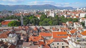 η καθολική Κροατία εισήγαγε αρχικά το μαζικό ιερέα που χωρίστηκε σε ιδιωματικό ποιοι απόθεμα βίντεο
