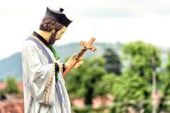 Η καθολικά εκκλησία και το άγαλμα Radna, Ρουμανία Στοκ Φωτογραφία