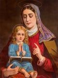Η καθολική εικόνα Ypical του ST Ann με τη μικρή Mary από τη Σλοβακία (στο σπίτι μου) τύπωσε στη Γερμανία από το τέλος 19 σεντ Στοκ εικόνα με δικαίωμα ελεύθερης χρήσης