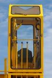 Η καμπίνα του οδηγού γερανών, λειτουργία οδηγών γερανών στην καμπίνα και στην καμπίνα έχει πολύ εξοπλισμό για να ελέγξει το γεραν Στοκ Εικόνες