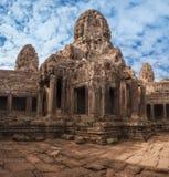 η Καμπότζη συγκεντρώνει siem Αρχαία Khmer αρχιτεκτονική Καταπληκτική άποψη του ναού Angkor Thom Bayon σύνθετο Στοκ φωτογραφία με δικαίωμα ελεύθερης χρήσης