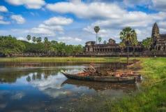 η Καμπότζη συγκεντρώνει siem Βάρκα στη λίμνη κοντά σε Angkor Wat Στοκ Φωτογραφίες