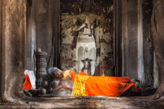 η Καμπότζη συγκεντρώνει siem Angkor Wat Ο ξαπλώνοντας Βούδας στο κέντρο του κύριου πύργου του τρίτου επιπέδου Στοκ φωτογραφία με δικαίωμα ελεύθερης χρήσης