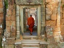 Η Καμπότζη, Siem συγκεντρώνει το μοναχό στο ναό στοκ φωτογραφία με δικαίωμα ελεύθερης χρήσης