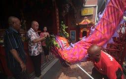 Η ΚΑΠ πηγαίνει Meh σε Klenteng Tien Kho Sie Pasar gede Στοκ εικόνα με δικαίωμα ελεύθερης χρήσης