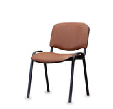Η καρέκλα γραφείων από το καφετί δέρμα απομονωμένος Στοκ Εικόνες