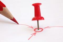 η καρφίτσα μολυβιών στόχου κόκκινη εμφανίζει σας Στοκ Φωτογραφία