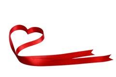 Η καρδιά διαμόρφωσε την κόκκινη κορδέλλα Στοκ Φωτογραφία