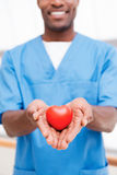 Η καρδιά σας στα δεξιά χέρια στοκ εικόνες
