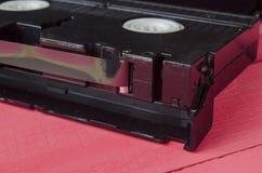 Η κασέτα για το όργανο καταγραφής ταινιών σε έναν ξύλινο πίνακα Στοκ Εικόνες