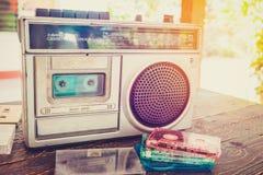 Η κασέτα ταινιών με το φορέα κασετών και το όργανο καταγραφής για ακούνε μουσική Στοκ φωτογραφία με δικαίωμα ελεύθερης χρήσης