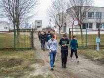 Η κατάρτιση στην πυρασφάλεια και ιατρική βοήθεια στο σχολείο η περιοχή Gomel της Λευκορωσίας Στοκ Φωτογραφία
