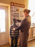 Η κατάρτιση στην πυρασφάλεια και ιατρική βοήθεια στο σχολείο η περιοχή Gomel της Λευκορωσίας Στοκ φωτογραφία με δικαίωμα ελεύθερης χρήσης
