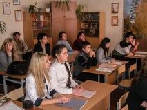 Η κατάρτιση στην πυρασφάλεια και ιατρική βοήθεια στο σχολείο η περιοχή Gomel της Λευκορωσίας Στοκ Εικόνα