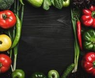 Η κατάταξη των φρέσκων λαχανικών τακτοποίησε στη μορφή πλαισίων, με το διάστημα για το κείμενο ή τη διαφήμιση στοκ εικόνα με δικαίωμα ελεύθερης χρήσης