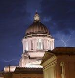 Η καταιγίδα παράγει τον κύριο θόλο απεργιών αστραπής βροντής βροχής Στοκ φωτογραφία με δικαίωμα ελεύθερης χρήσης