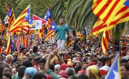Η Καταλωνία Diada στη Βαρκελώνη συσσώρευσε τη διαγώνια οδό ευρέως στοκ φωτογραφίες