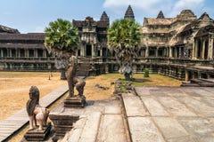 Η καταπληκτική άποψη Angkor Wat είναι ένας ναός σύνθετος στην Καμπότζη και το τ Στοκ Εικόνες