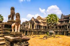 Η καταπληκτική άποψη Angkor Wat είναι ένας ναός σύνθετος στην Καμπότζη και το τ Στοκ φωτογραφία με δικαίωμα ελεύθερης χρήσης
