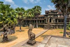 Η καταπληκτική άποψη Angkor Wat είναι ένας ναός σύνθετος στην Καμπότζη και το τ Στοκ Φωτογραφίες