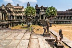 Η καταπληκτική άποψη Angkor Wat είναι ένας ναός σύνθετος στην Καμπότζη και το τ Στοκ εικόνα με δικαίωμα ελεύθερης χρήσης