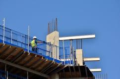 η κατασκευή απομόνωσε το συμπαθητικό εργαζόμενο εξαρτήσεων Στοκ εικόνα με δικαίωμα ελεύθερης χρήσης