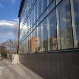 Η κατασκευή ενός εμπορικού κέντρου σε Sloviansk κοντά στο κεντρικό τετράγωνο καθεδρικών ναών τελειώνει στοκ φωτογραφία με δικαίωμα ελεύθερης χρήσης