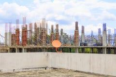 Η κατασκευή εργασίας στην οικοδόμηση του υψηλού εργασιακού χώρου περιοχών με το διάστημα αντιγράφων προσθέτει το κείμενο Στοκ φωτογραφίες με δικαίωμα ελεύθερης χρήσης