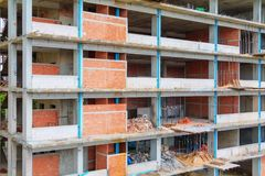 Η κατασκευή εργασίας στην οικοδόμηση του υψηλού εργασιακού χώρου περιοχών με το διάστημα αντιγράφων προσθέτει το κείμενο Στοκ Εικόνες
