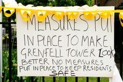 Η καταστροφή πυρκαγιάς φραγμών πύργων Grenfell Στοκ εικόνα με δικαίωμα ελεύθερης χρήσης