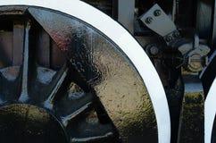 Η καλλιεργημένη άποψη της ρόδας, sokes, εργαλεία στον παλαιό ατμό εκπαιδεύει τη μηχανή Στοκ εικόνα με δικαίωμα ελεύθερης χρήσης