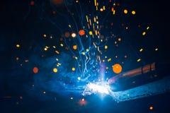 Η καλλιτεχνική συγκόλληση προκαλεί το ελαφρύ, βιομηχανικό υπόβαθρο Στοκ Φωτογραφία
