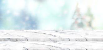 Η κενή άσπρη μαρμάρινη επιτραπέζια κορυφή βημάτων με την περίληψη χαμήλωσε τη θαμπάδα Chris Στοκ φωτογραφία με δικαίωμα ελεύθερης χρήσης
