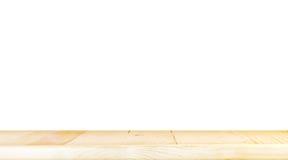 Η κενή ελαφριά ξύλινη επιτραπέζια κορυφή απομονώνει στο άσπρο υπόβαθρο, αποχωρεί από τη SP Στοκ Φωτογραφία