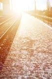 Η κενή πλατφόρμα σιδηροδρομικών σταθμών για την αναμονή εκπαιδεύει ` Novoselovka ` σε Kharkiv, Ουκρανία Πλατφόρμα σιδηροδρόμων το στοκ φωτογραφία