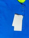 Η κενή τιμή κρεμά πέρα από την μπλε μπλούζα Στοκ εικόνα με δικαίωμα ελεύθερης χρήσης