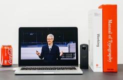 Η κεντρική ιδέα της Apple με Tim Cook δίνει αντίο την κεντρική ιδέα τελών Στοκ Φωτογραφίες