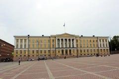 Η κεντρική οικοδόμηση του πανεπιστημίου του τετραγώνου Συγκλήτου του Ελσίνκι στοκ εικόνες