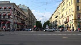 Η κεντρική οδός της Αγία Πετρούπολης με μια πομπώδη παλαιά αρχιτεκτονική οικοδόμησης απόθεμα βίντεο