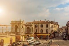 Η κεντρική περιοχή της πόλης Arona στην Ιταλία τονισμός στρέψτε μαλακό Τρύγος Στοκ Φωτογραφία