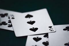 Η κερδίζοντας κάρτα σε ένα επιτραπέζιο ύφασμα Στοκ Εικόνα