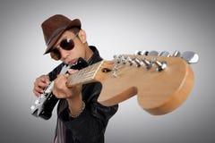 Η κιθάρα μου, το όπλο μου Στοκ εικόνα με δικαίωμα ελεύθερης χρήσης