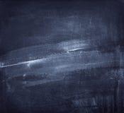 Η κιμωλία έτριψε έξω στον μπλε πίνακα κιμωλίας στοκ φωτογραφία με δικαίωμα ελεύθερης χρήσης