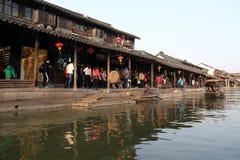 Η κινεζική αρχιτεκτονική, κτήρια που ευθυγραμμίζει τα κανάλια νερού στην πόλη Xitang στην επαρχία Zhejiang Στοκ Εικόνες