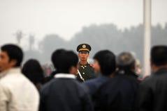 Η κινεζική αστυνομία φρουρεί το κύριο άρθρο στοκ εικόνες