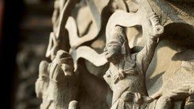 Η κινεζική bas-ανακούφιση ύφους του δράκου και οι Θεοί σε έναν κινεζικό ναό και έχουν κάποιο διάστημα για γράφουν τη διατύπωση στοκ φωτογραφία με δικαίωμα ελεύθερης χρήσης