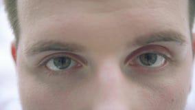 Η κινηματογράφηση σε πρώτο πλάνο ματιών ατόμων ` s απόθεμα βίντεο