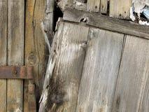 Η κινηματογράφηση σε πρώτο πλάνο παλαιού αποσυντέθηκε καφετής ξύλινος φράκτης Στοκ εικόνες με δικαίωμα ελεύθερης χρήσης