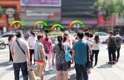 Η κοινωνική έννοια πιστωτικού αποτελέσματος, analytics AI προσδιορίζει την τεχνολογία προσώπων, ευφυής εκτίμηση, στοκ εικόνα με δικαίωμα ελεύθερης χρήσης
